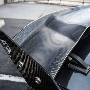 碳纤维尾翼价格大概多少钱?如何选择碳纤维尾翼?